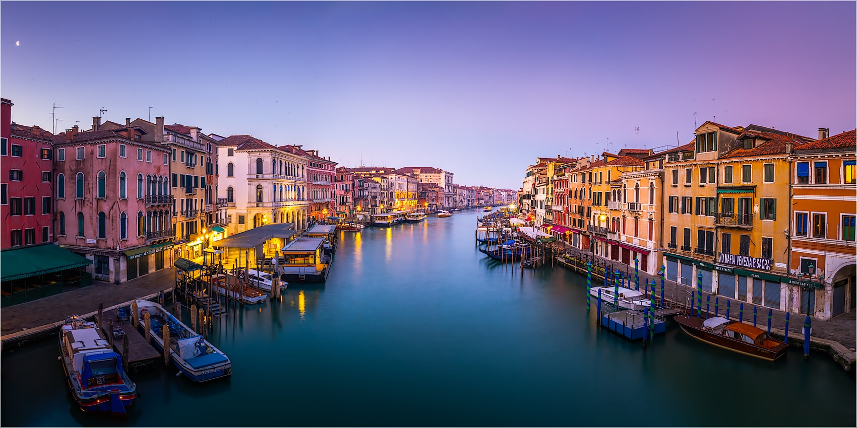 Panoramabild morgens am Canal Grande Venedig