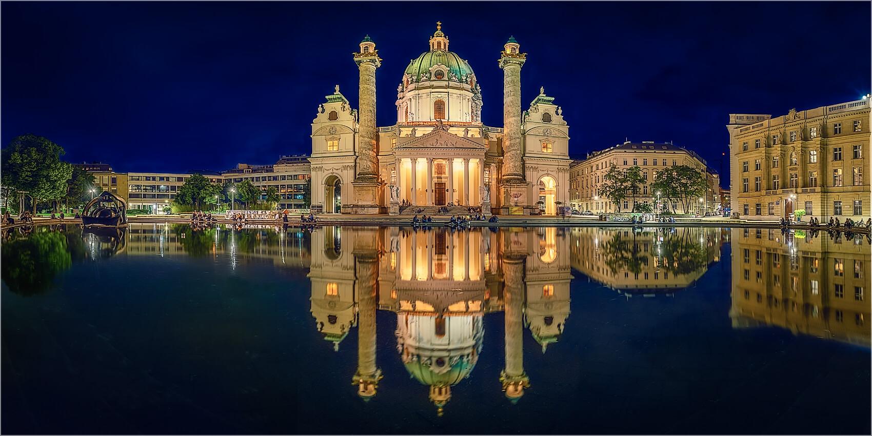 Panoramabild Wien Karlskirche am Abend
