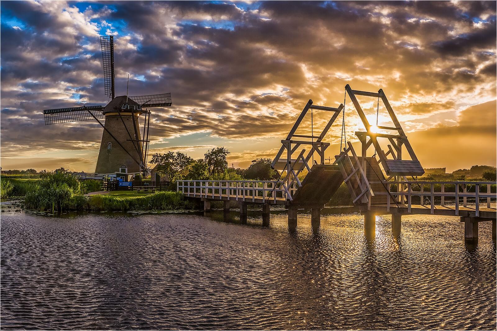 Wandbild Sonnenuntergang in Kinderdijk Holland