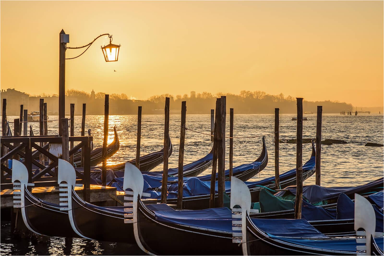 Wandbild Venedig Gondeln im Morgenlicht
