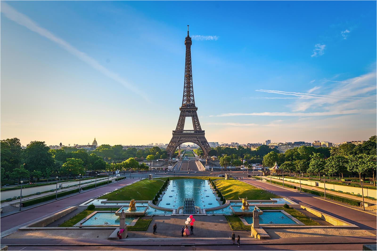 Wanddeko Eiffelturm Paris im Morgenlicht