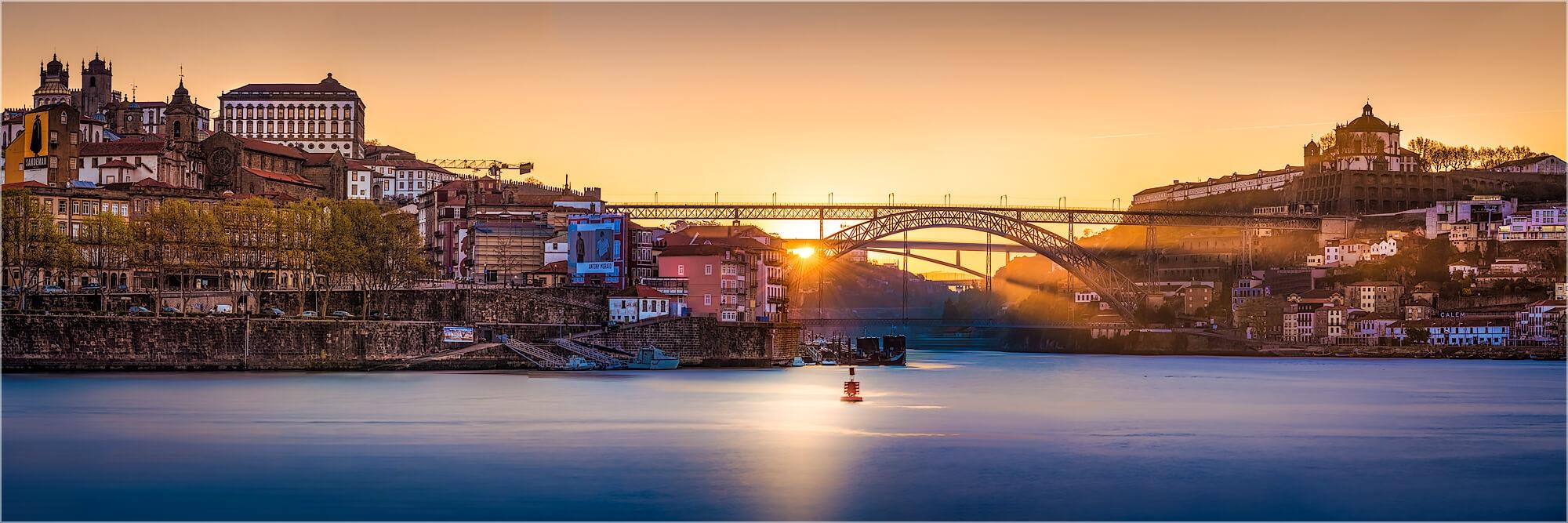 Panoramafoto Porto Portugal morgens am Douro Fluss