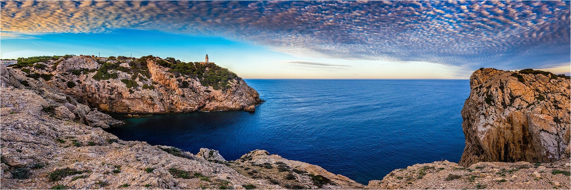 Panoramafoto Leuchtturm bei Cala Rajada Mallorca