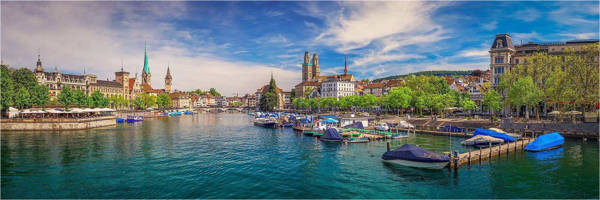 Panoramafoto Zürich Schweiz im Sommer