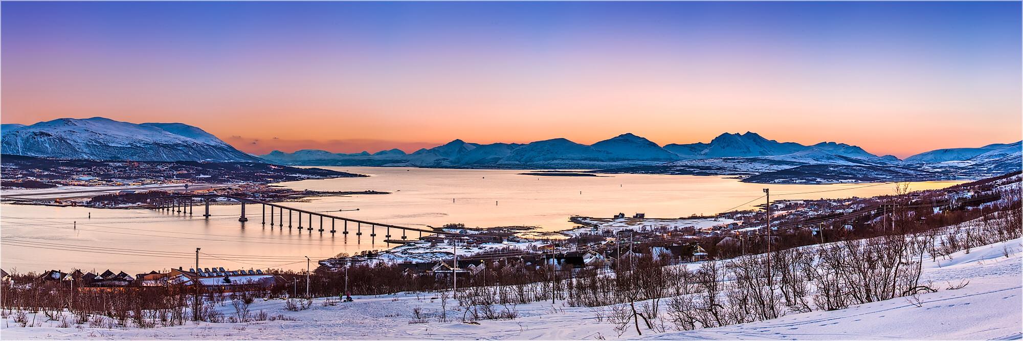 Panoramabild winterlicher Polartag in Tromsø Norwegen