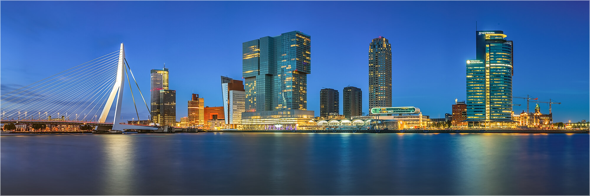 Panoramabild abendliche Skyline Rotterdam