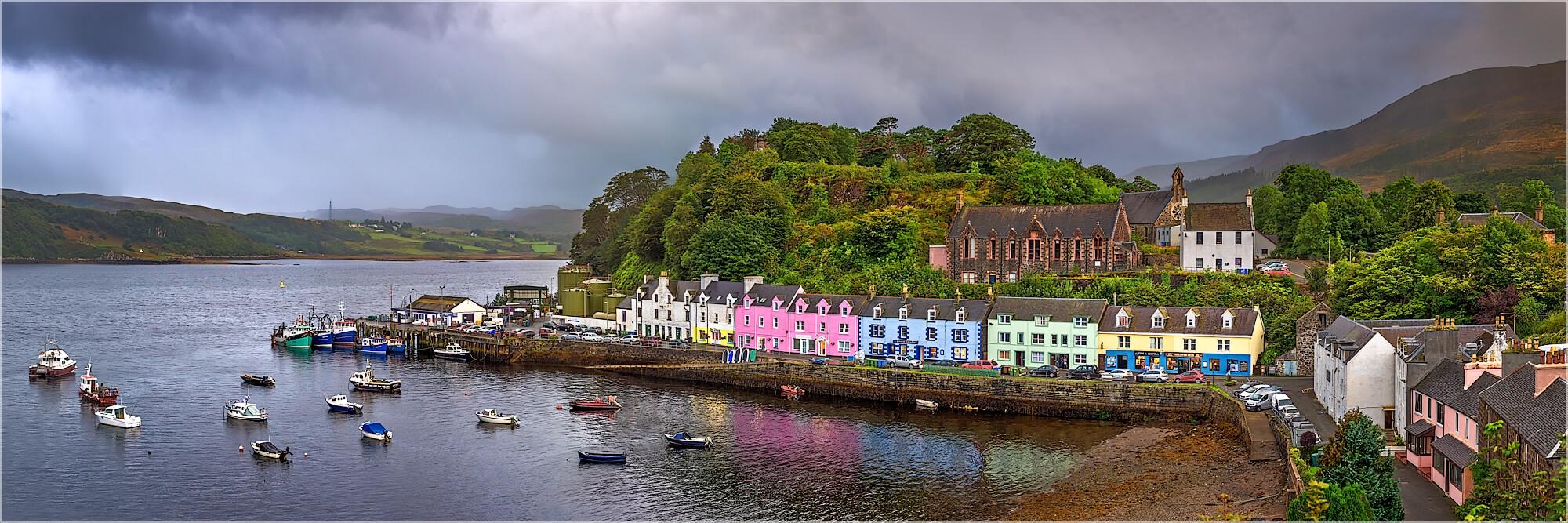 Panoramafoto Portree Harbour Isle of Skye Schottland