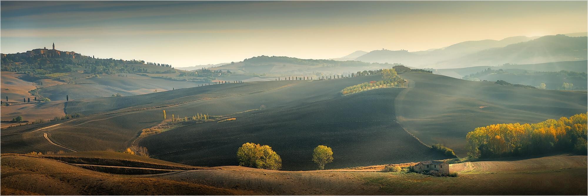 Panoramabild in der herbstlichen Toskana Italien