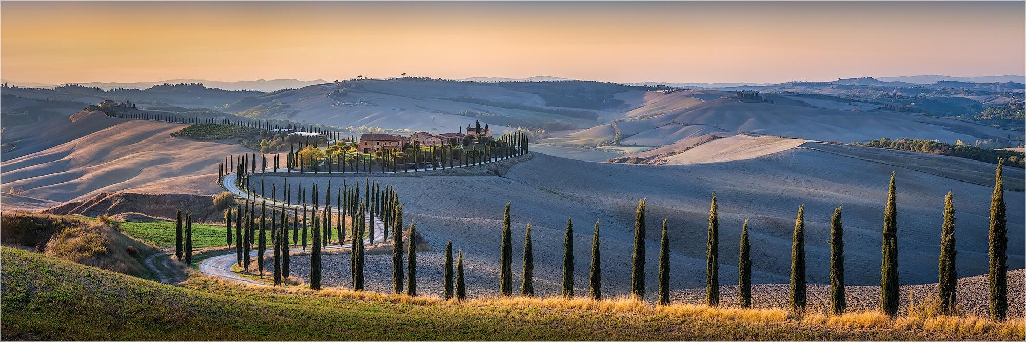 Panoramabild langer Zypressenweg Toskana Italien