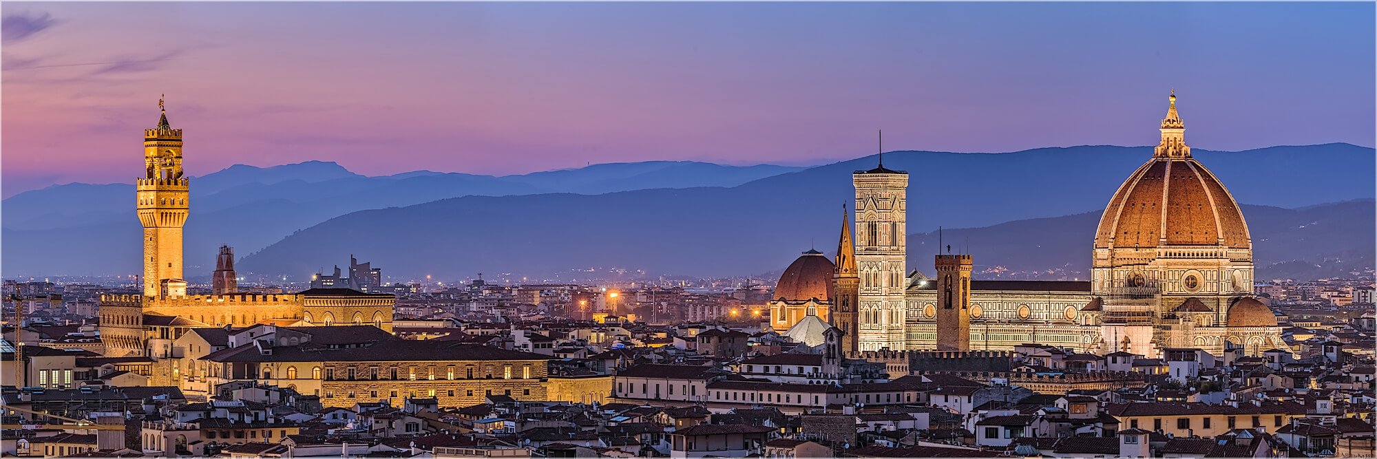 Panoramafoto abendlicher Blick über Florenz zum Dom