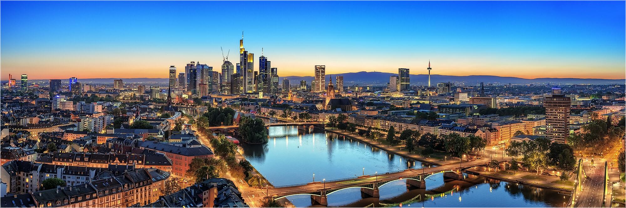 Panoramabild Frankfurt/Main Mainbrücken und Skyline