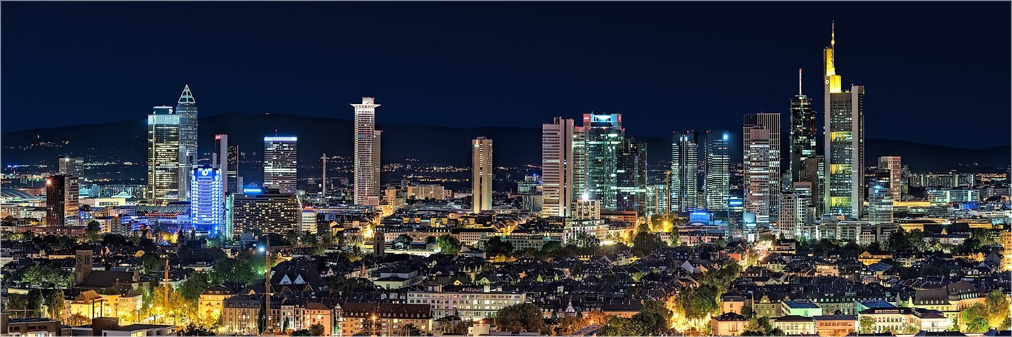 Panoramabild nächtliche Skyline von Frankfurt/Main