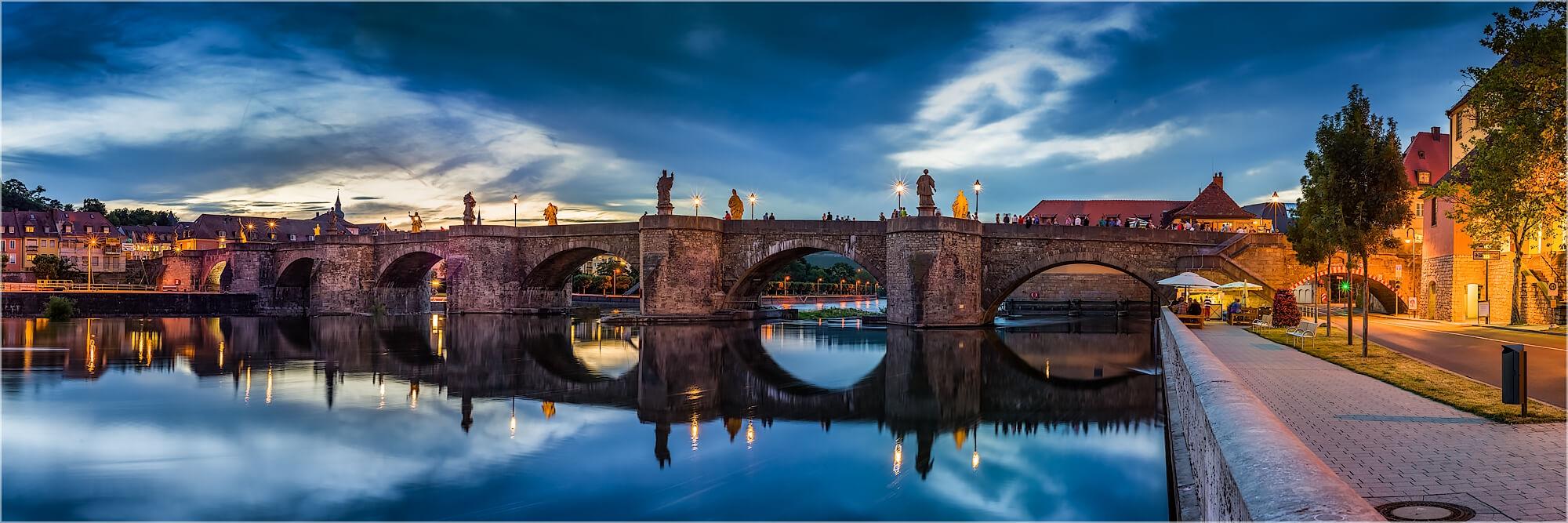 Panoramabild Würzburg an der alten Brücke