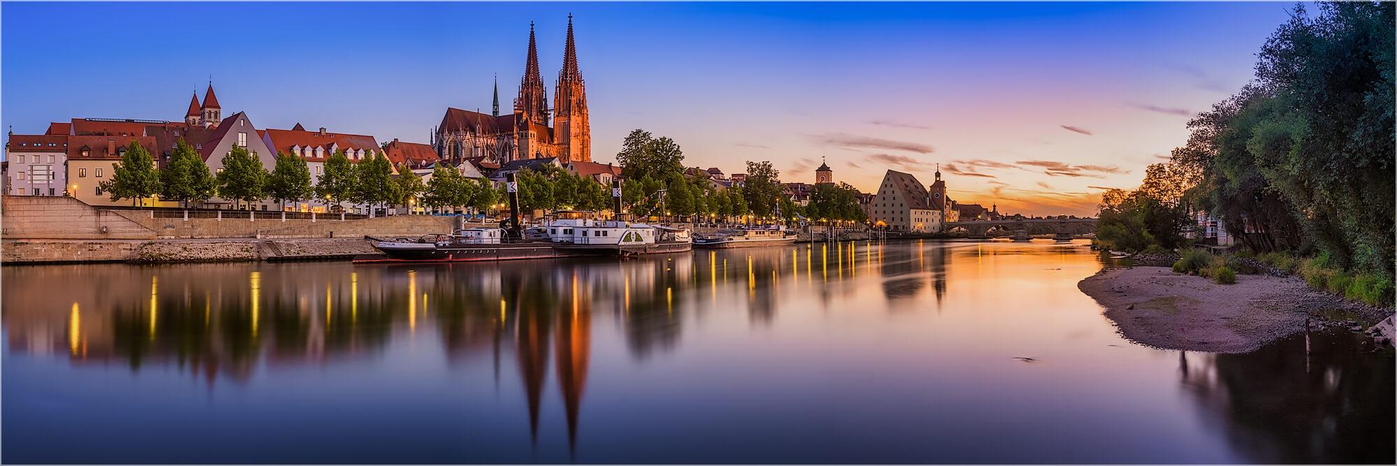 Panoramabild Regensburg im Sonnenuntergang
