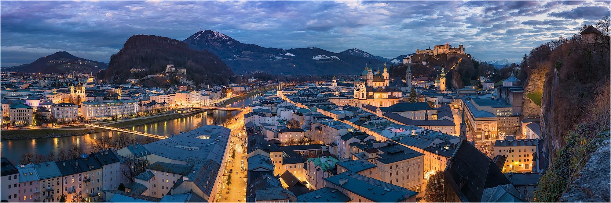 Panoramafoto über den Dächern von Salzburg