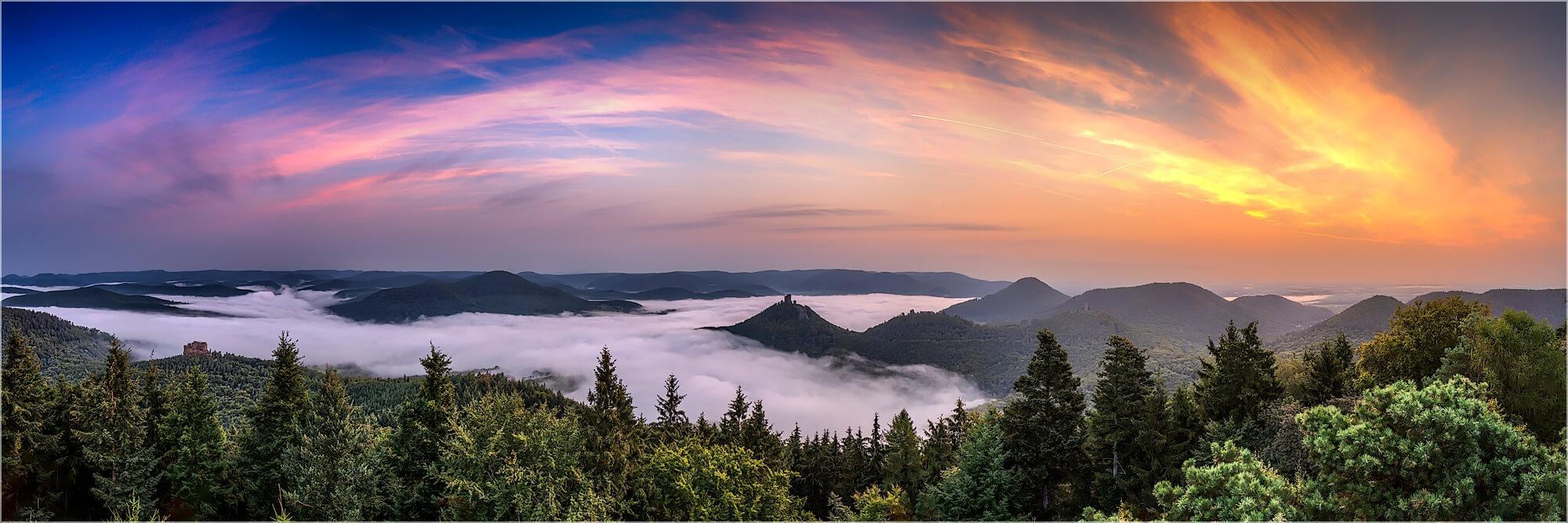 Panoramabild Nebel über Annweiler am Rehbergturm
