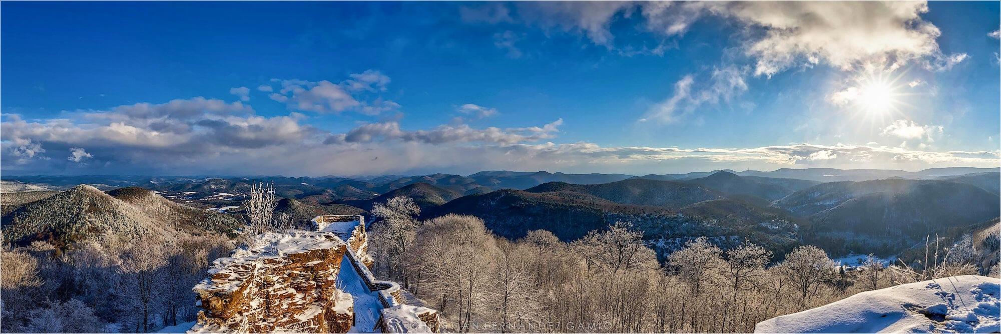 Panoramabild Winter in der Pfalz bei der Wegelsburg