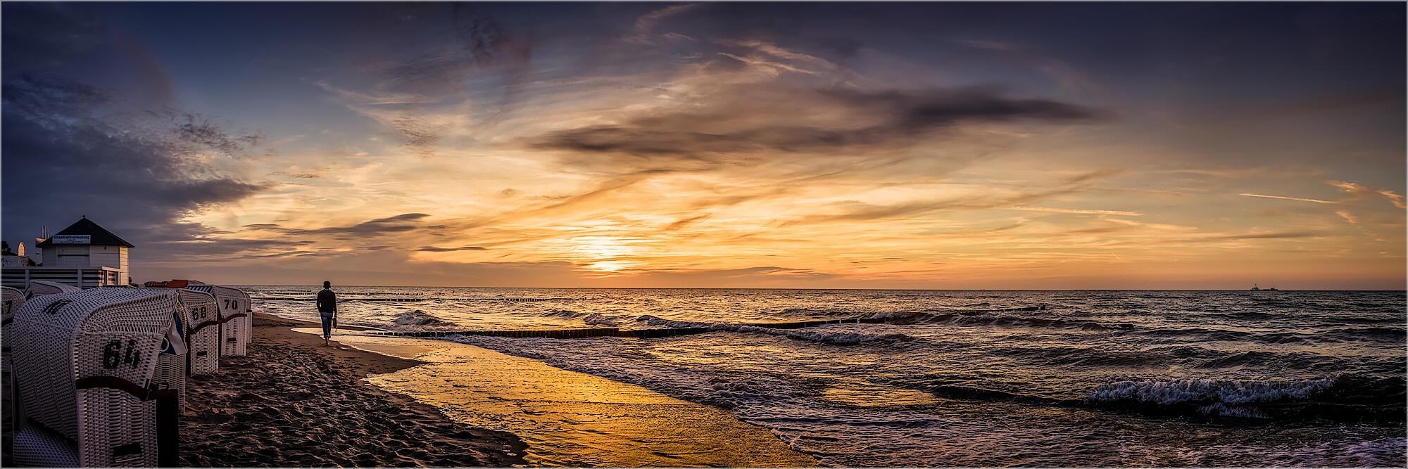 Panoramabild abends am Strand von Boltenhagen