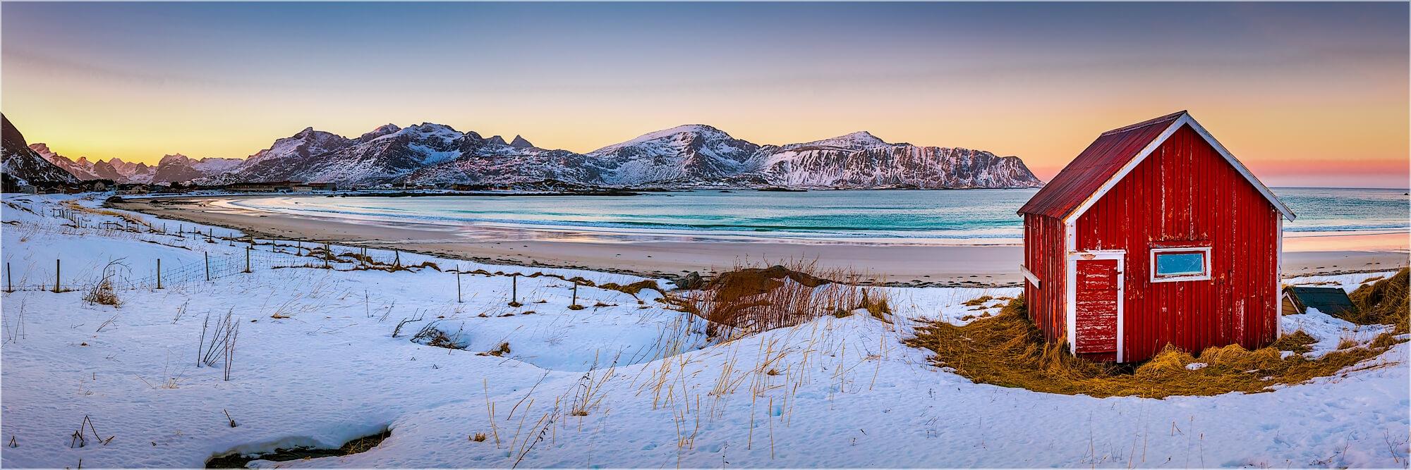 Panoramabild Hütte am Rambergstranda Lofoten Norwegen