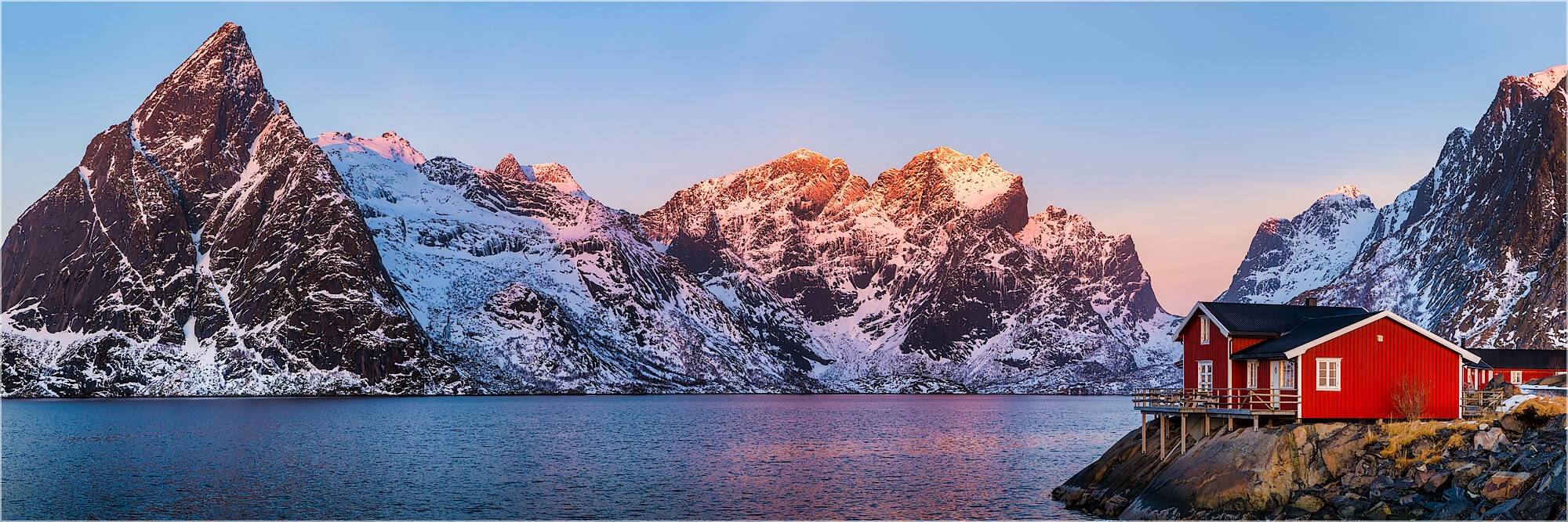 Panoramafoto Robuer Hütte am Fjord Lofoten Norwegen