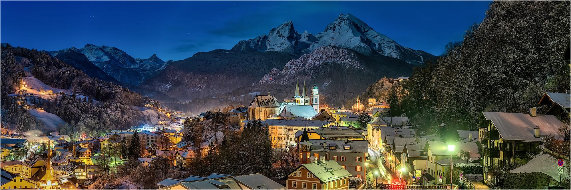 Panoramabild Berchtesgaden und Watzmann bei Nacht