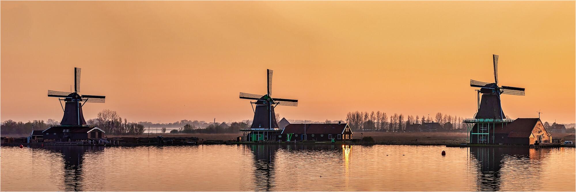 Panoramafoto Holland Windmühlen im Sonnenaufgang
