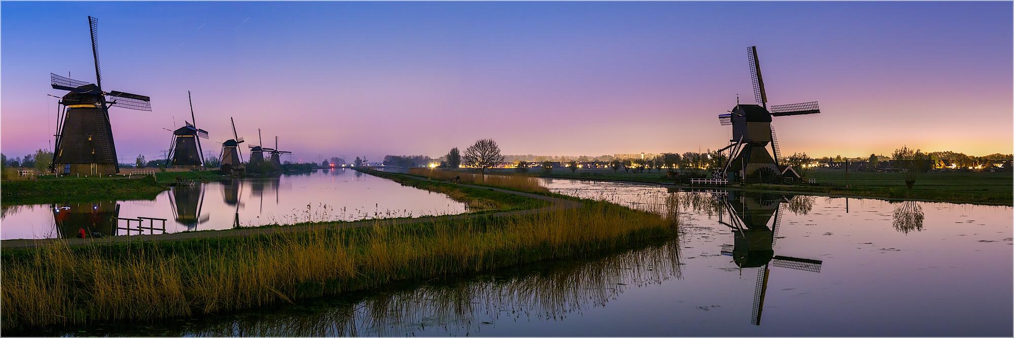 Panoramabild Sonnenaufgang Windmühlen in Kinderdijk Holland