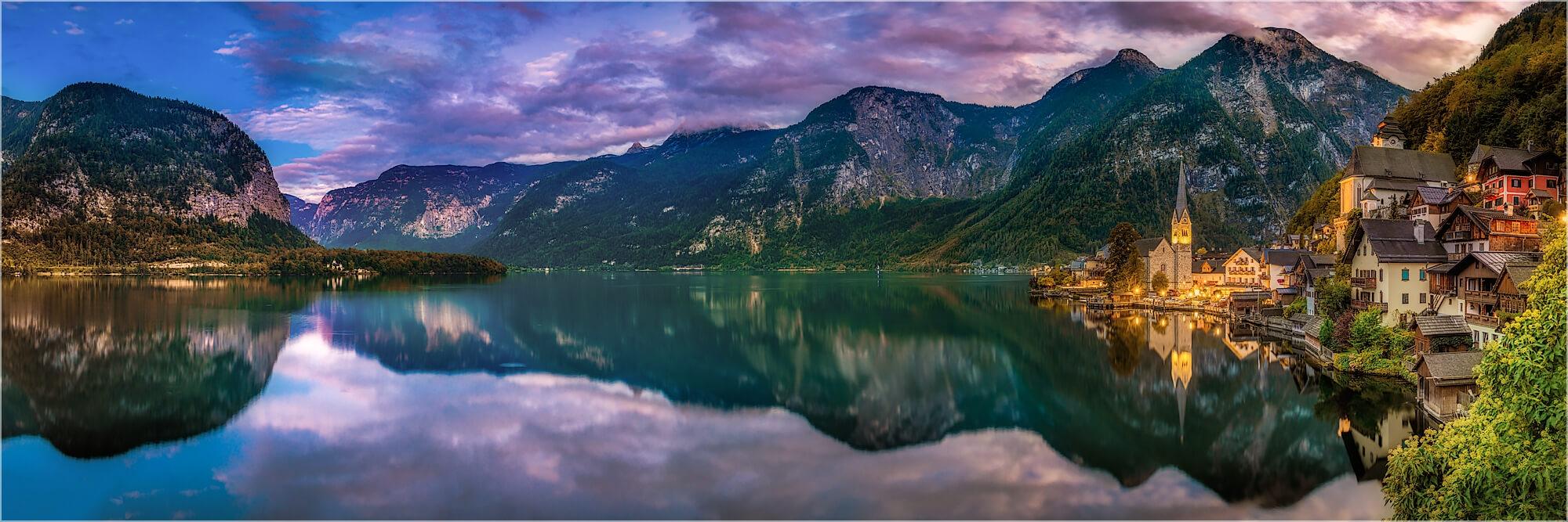 Panoramafoto abends am Hallstätter See Ösrerreich