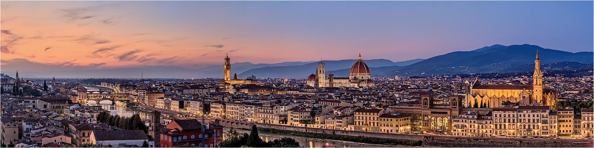 Panoramabild Skyline von Florenz am Abend