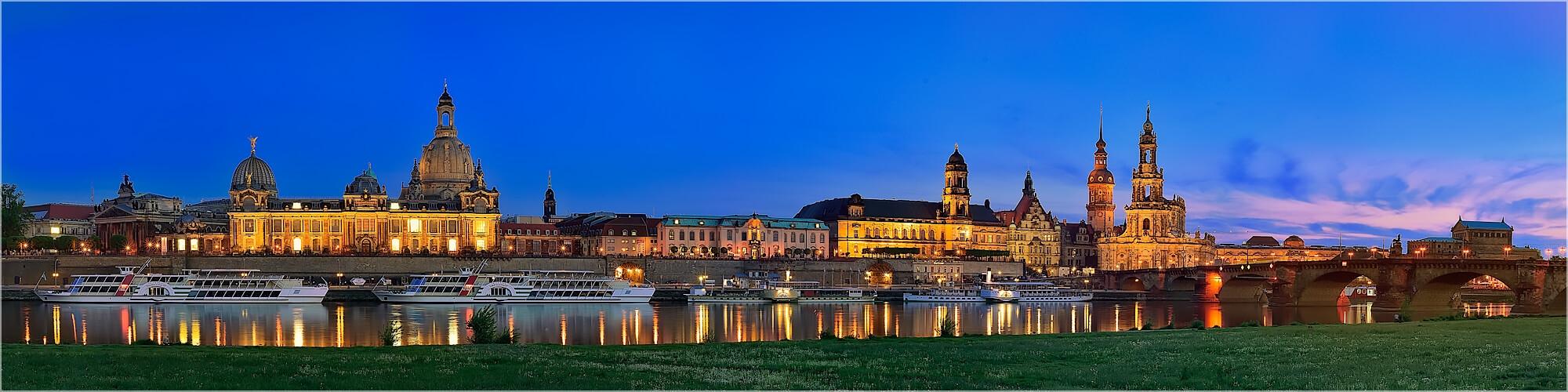 Panoramabild Dresden Skyline am Abend