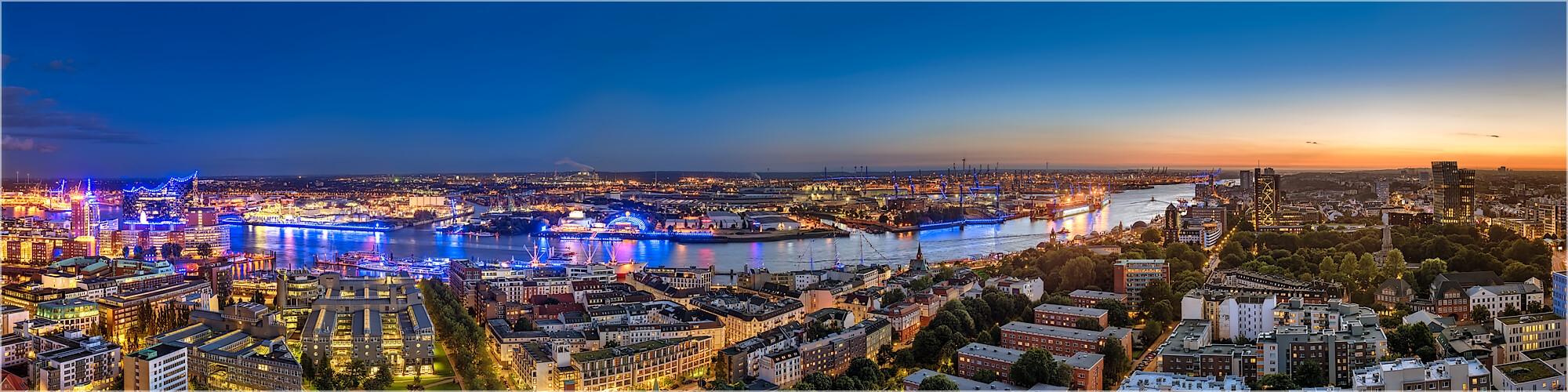 Panoramabild Hamburg große Stadtansicht mit Hafen