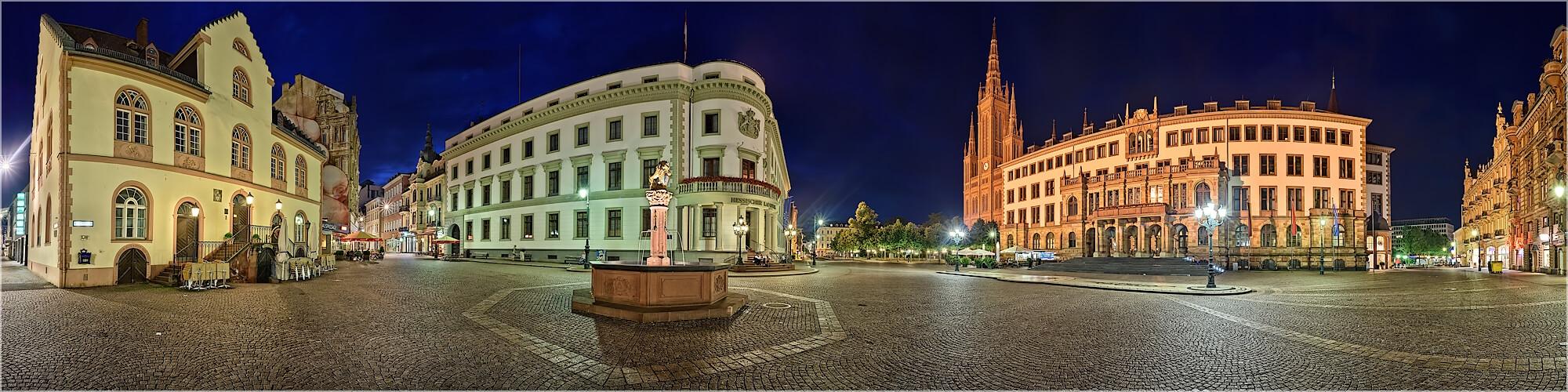 Panoramabild Wiesbaden Marktplatz und Landtag