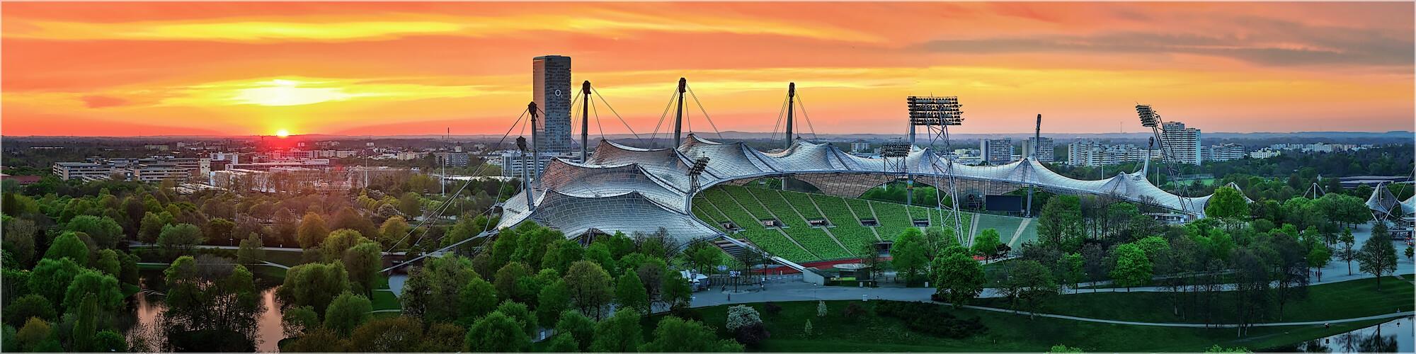 Panoramabild München Olympistadion im Sonnenuntergang