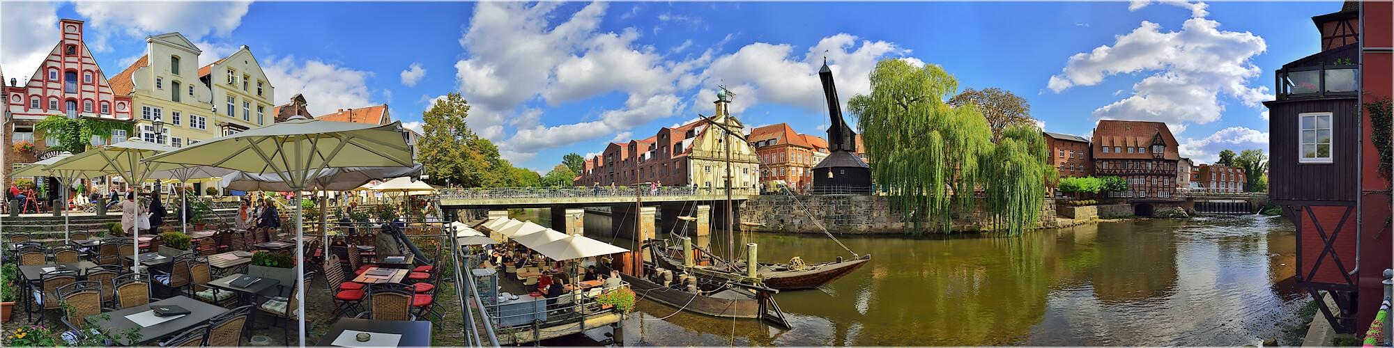 Panoramabild Lüneburg Wasserviertel mit altem Kran