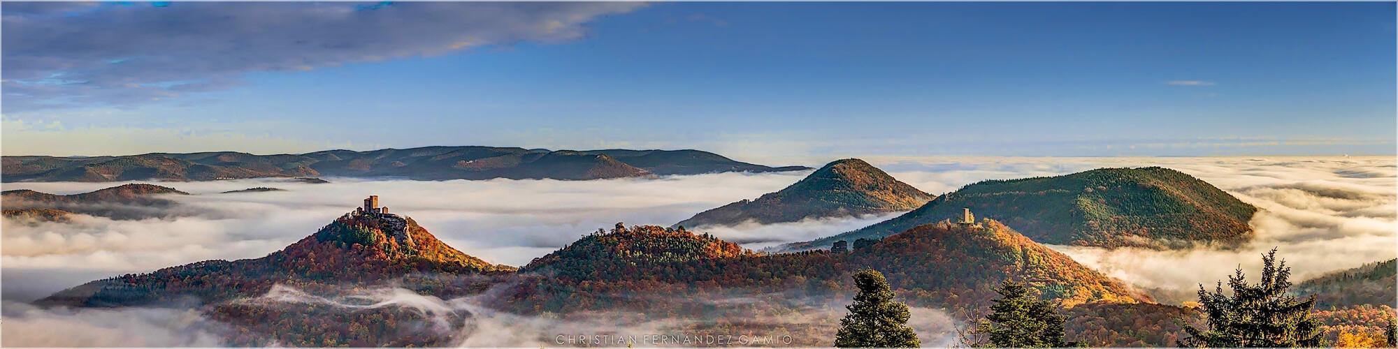 Panoramabild Pfalz herbstlicher Nebel über Annweiler