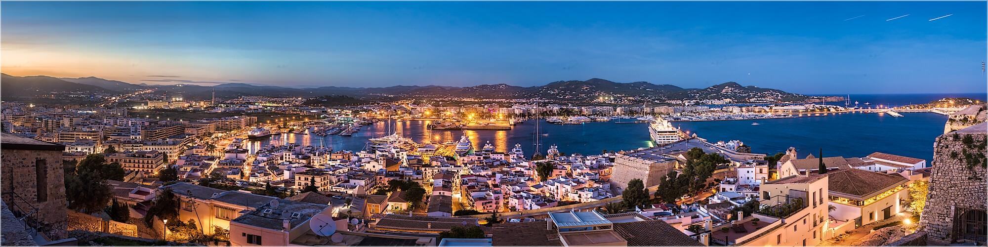 Panoramabild Ibiza Hafen und  Stadtpanorama
