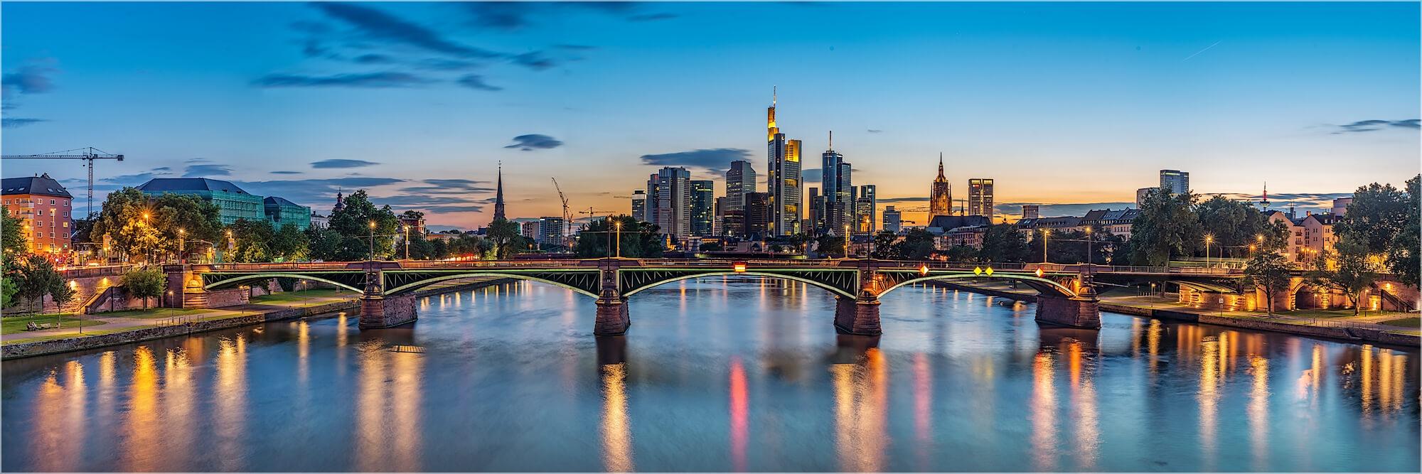 Panoramafoto Sonnenuntergang Frankfurter Skyline