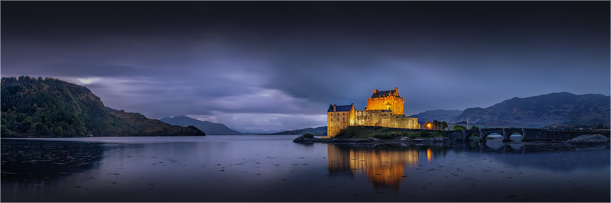Panoramabild abends am Eilean Donan Castle Schottland
