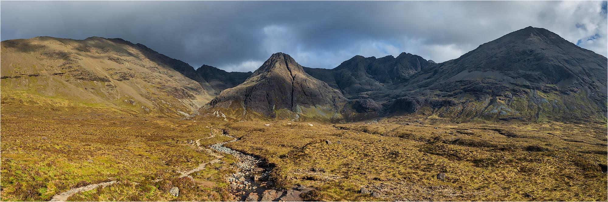 Panoramafoto Cullin Berge Fairy Pools Isle of Skye Schottland