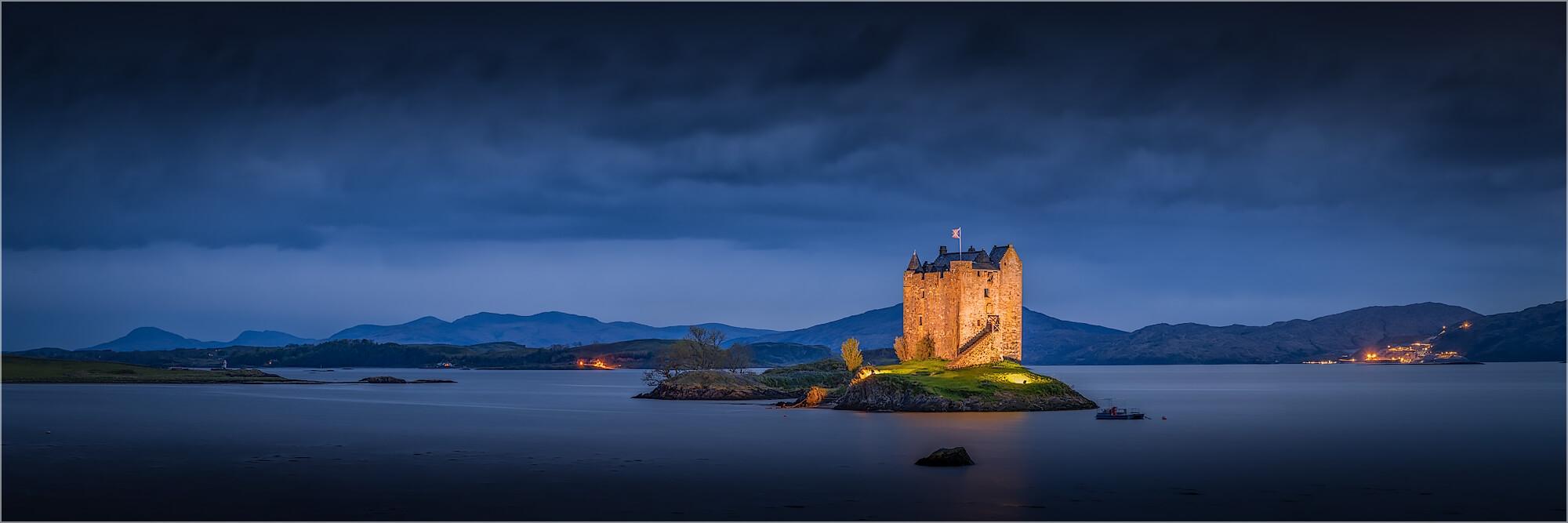 Panoramabild Stalker Castle Schottland am Abend