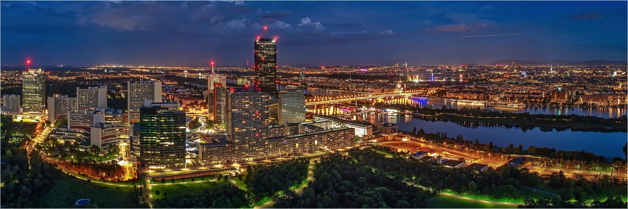 Panoramafoto Wien Österreich Skyline Uno City