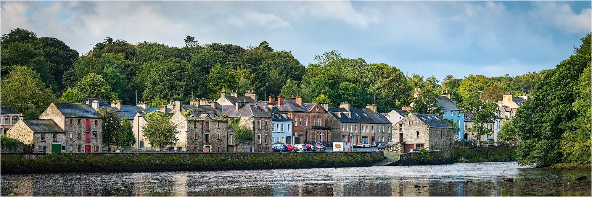 Panoramabild Häuserzeile in Irland