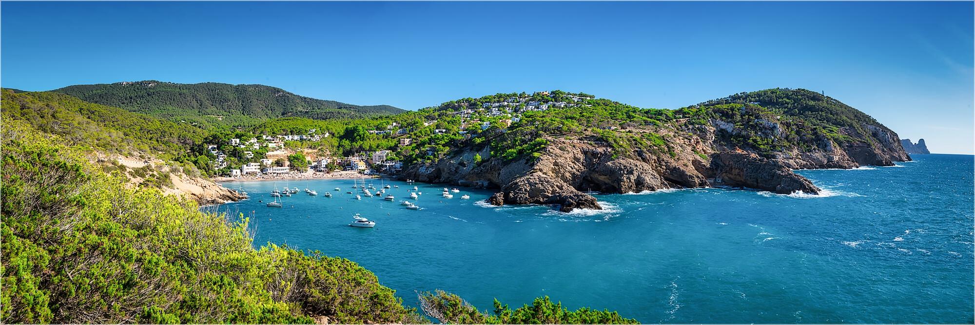 Panoramafoto Küstenlandschaft auf Ibiza